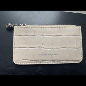 Alexander McQueen Skull-Zip Cardholder in White